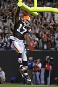 Browns' Edwards can dunk AND beat the Giants