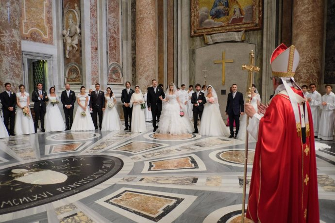 Pope Francis wedding couples
