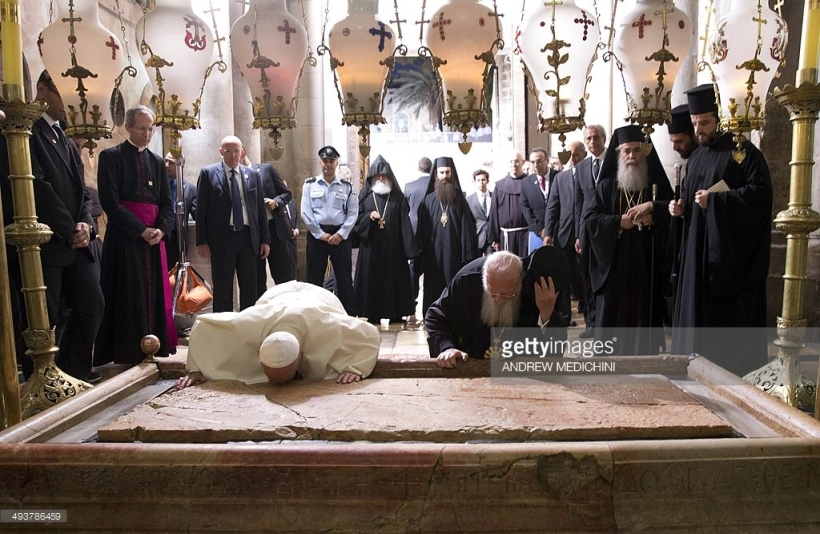 Pope Francis Patriarch Bartholomew anointing stone