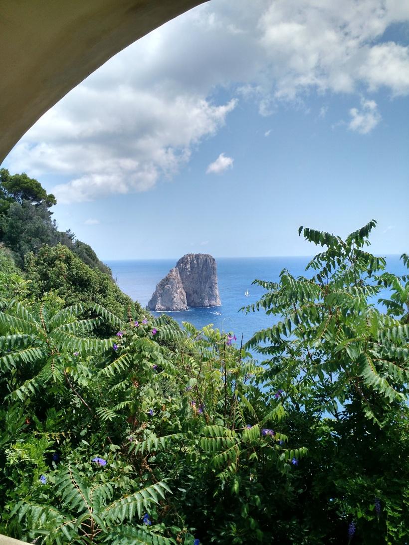 Capri faraglioni.jpg