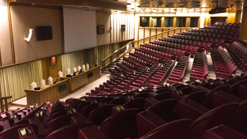 Vatican synod hall empty