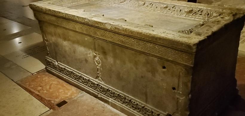 sarcophagus Trent altar